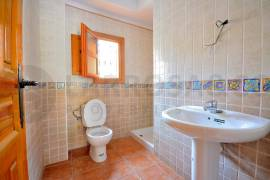 new-built-villa-rojales-golf-bathroom-on2103