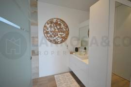 new-build-apartments-las-colinas-golf-lounge-master-bathroom-on2120
